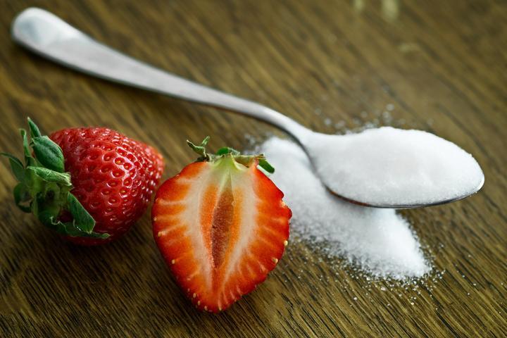 cukr a jahoda
